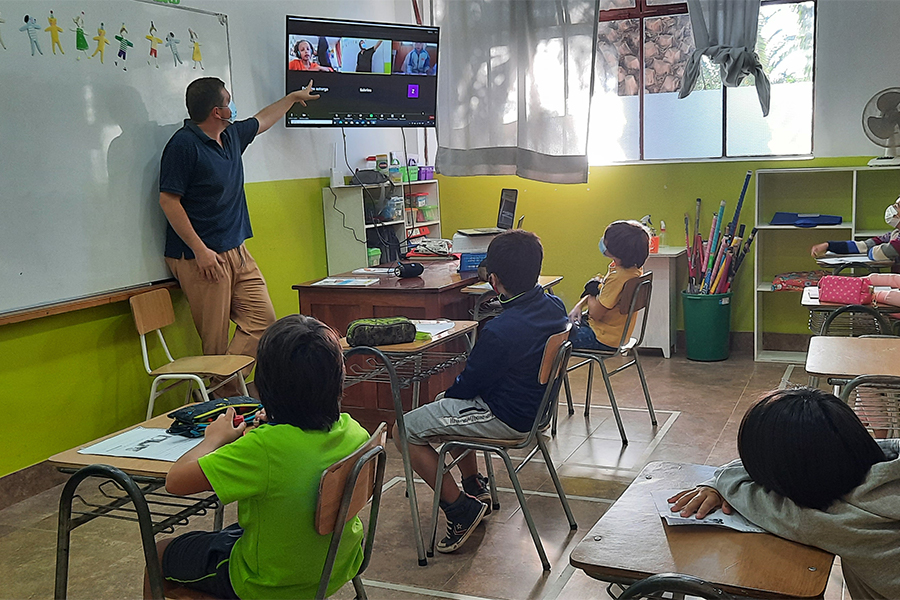 Salas de clases equipadas para educación remota
